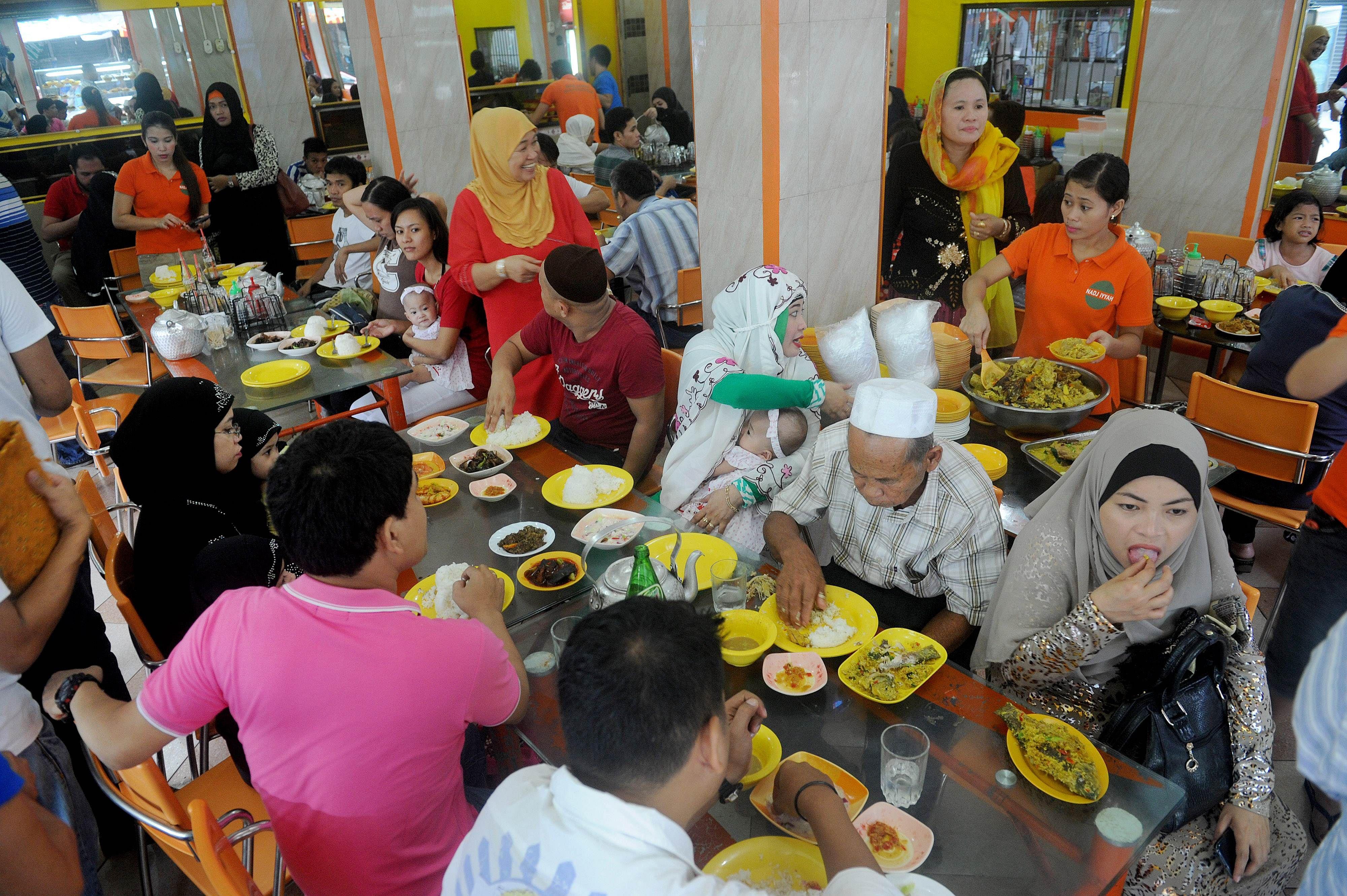 Must see Hari Raya Eid Al-Fitr Food - 35480532_-_17_07_2015_-_philippines-religion-islam-eid  Graphic_714987 .jpg