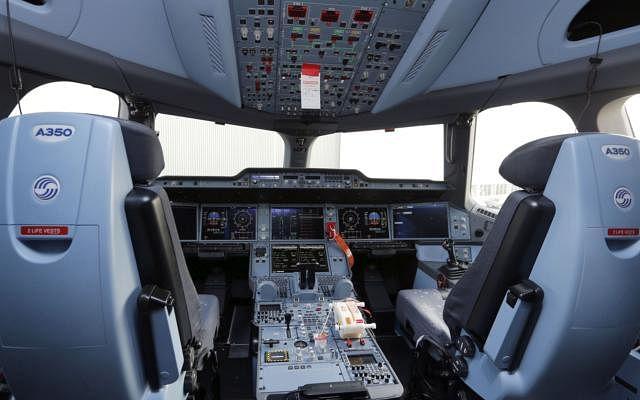 Dw flight cockpit 141214