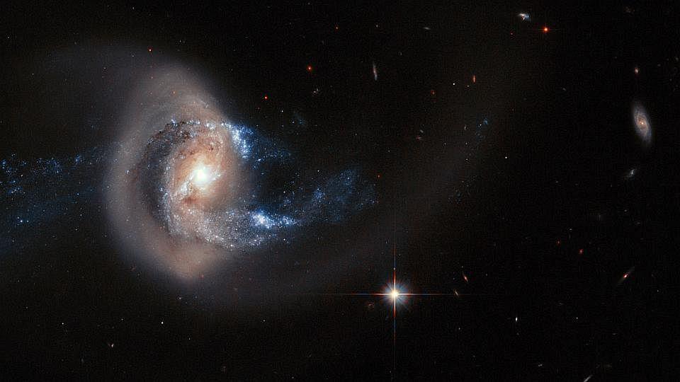 HubbleI2104