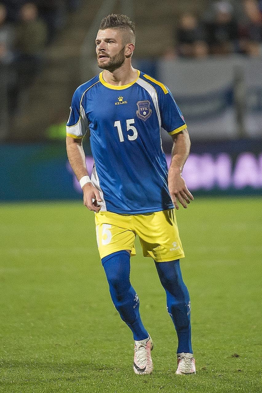 Valon Berisha w koszulce reprezentacji Kosowa