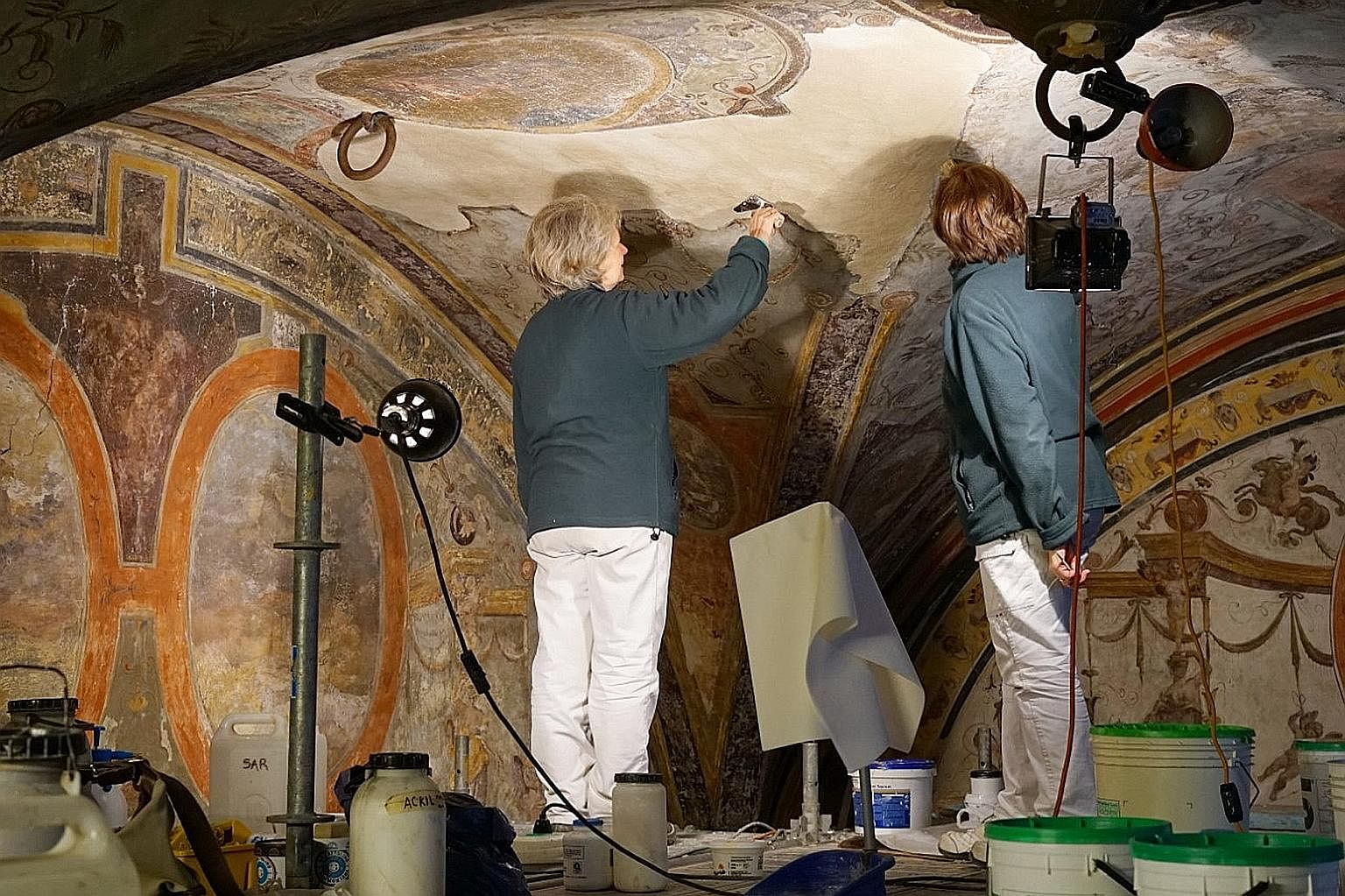 Japanese luxury fashion firm Kuipo's donation of €780,000 has made it possible for the Renaissance frescoes of the Michelozzo courtyard of Palazzo Vecchio to be restored. And for the first time in ages, visitors are allowed inside the burial chambe