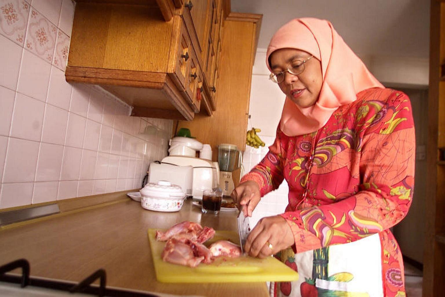 Картинки по запросу halimah yacob family photo