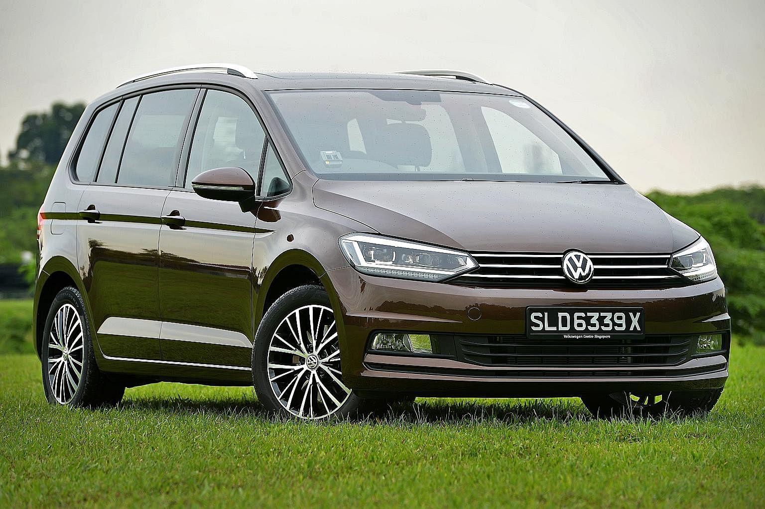 Toyota Wish, Volkswagen Touran, Volvo V90, Volkswagen Passat Variant and Renault Grand Scenic.