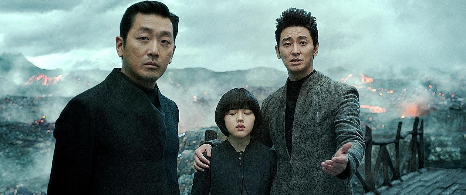 The Two Worlds stars (from left) Ha Jung Woo, Kim Hyang Gi and Ju Ji Hoon.