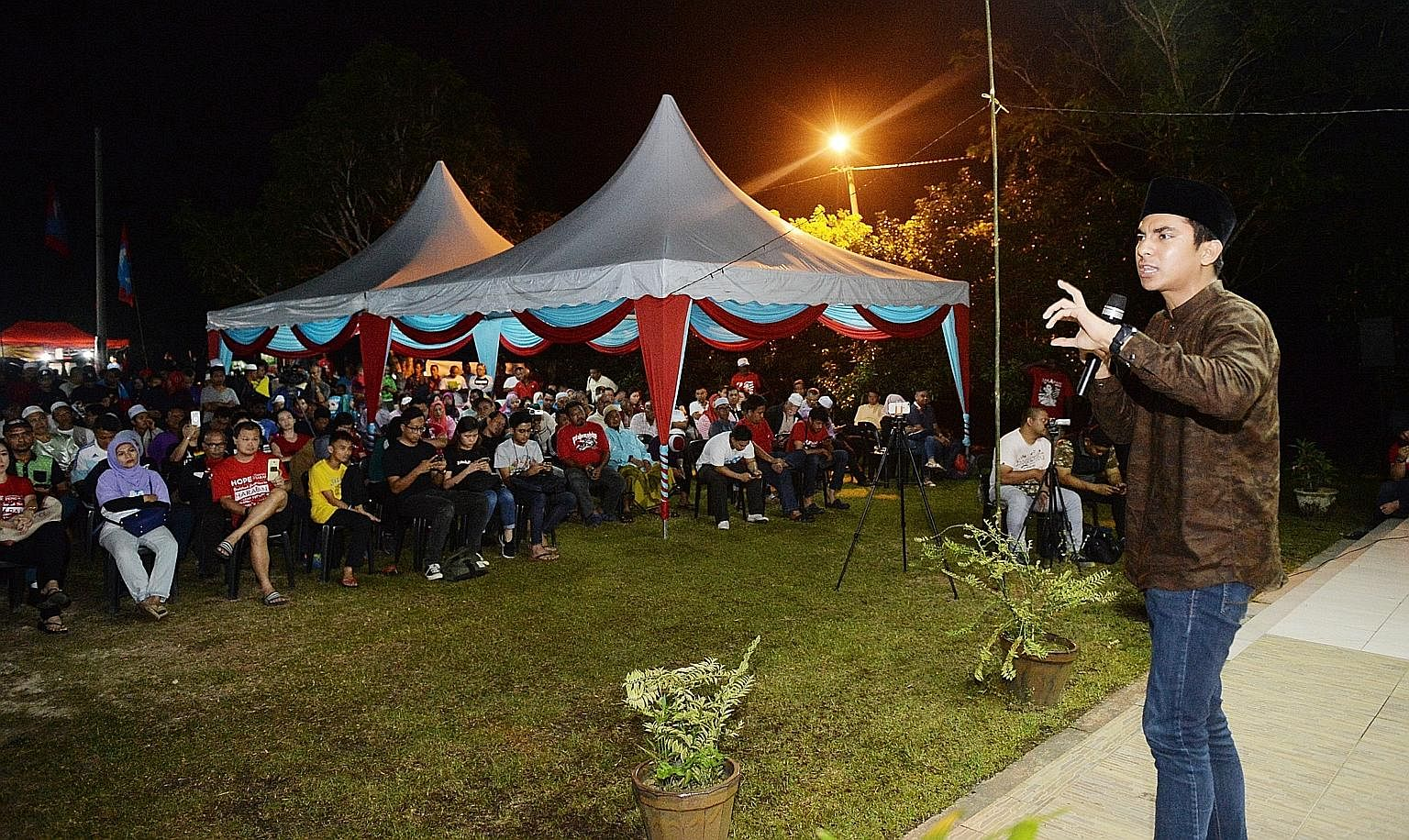 Mr Syed Saddiq Syed Abdul Rahman, 25, who is contesting in the Muar parliamentary ward, speaking at a Pakatan Harapan rally last night in the Johor town. PH candidates say they are confident of a significant shift in Malay support in their fav