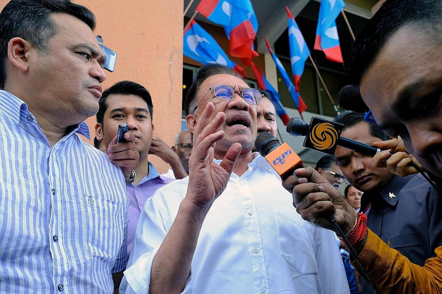 基迪兰·拉基特党主席安瓦尔·易卜拉欣上周一向媒体发表了讲话,那天马哈迪博士向马来西亚国王递交了辞呈总理的那一天。那天安华先生和马哈迪博士也见了面。