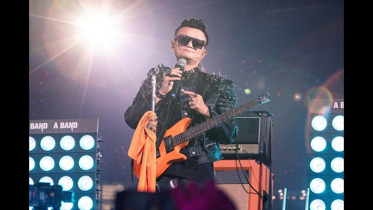 Tearful Jack Ma bids Alibaba farewell with rock star show - The Straits Times