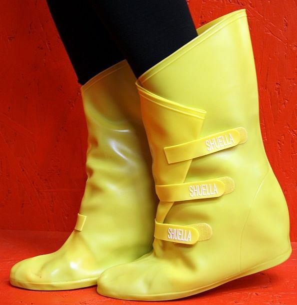Shuella, a stylish umbrella for shoes.